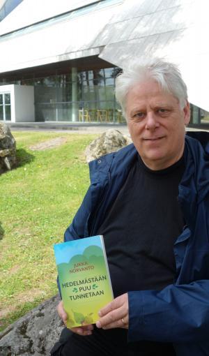 Hedelmästään puu tunnetaan – Jukka Norvanto tarkastelee uusimmassa kirjassaan uskon ja tekojen suhdetta