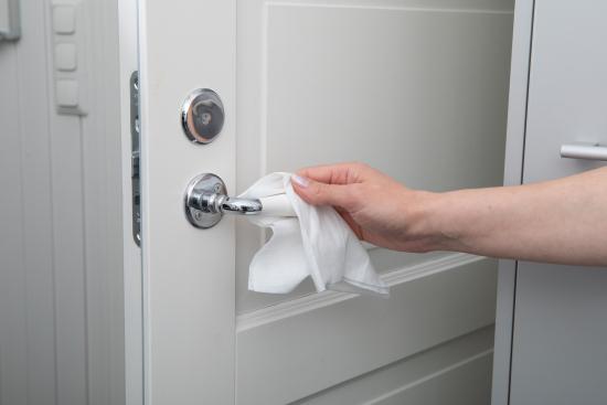 flunssakauden_alkaessa_kosketuspintojen_hygieninen_puhdistus.jpg