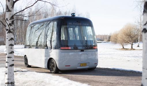 Första robotbussen för alla väder GACHA har sin debutresa i vintriga Helsingfors