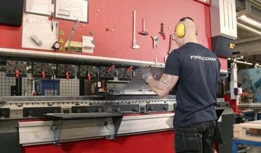 Outokummun teollisuuskylässä pulaa metallityöntekijöistä – Yritykset hakevat nyt useita työntekijöitä oppisopimuskoulutuksien kautta