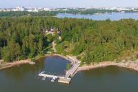 seurasaaren-kruunuun-paasee-myos-vesiteitse-kuvassa-ravintolan-vierasvenelaituri-seurasaaressa-helsingissa..jpg