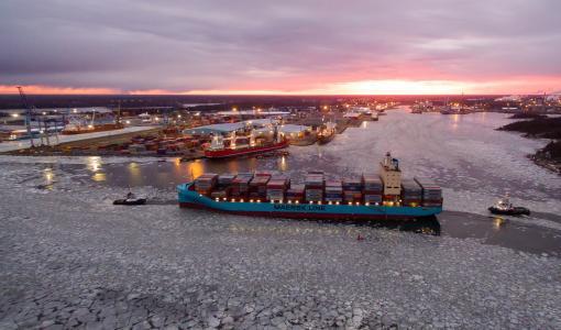 Maersk aloitti liikennöinnin Raumalle täysin omassa kokoluokassaan olevilla uusilla aluksilla.