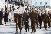 veljesliiton-60-vuotisjuhla-helsingissa-senaatintorilla-vuonna-2000_sotainvalidit.jpg