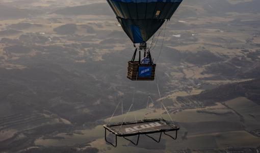 Ett exceptionellt världsrekord – trampolinhopp från över 1,5 km
