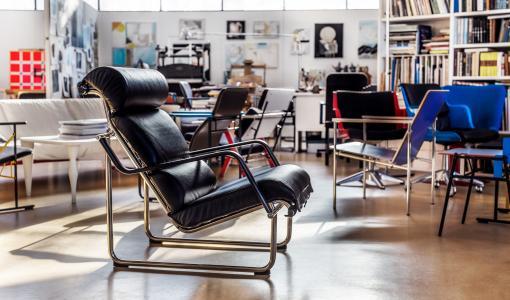 Yrjö Kukkapuron muotoilun klassikko Remmi-tuoli täyttää 50 vuotta