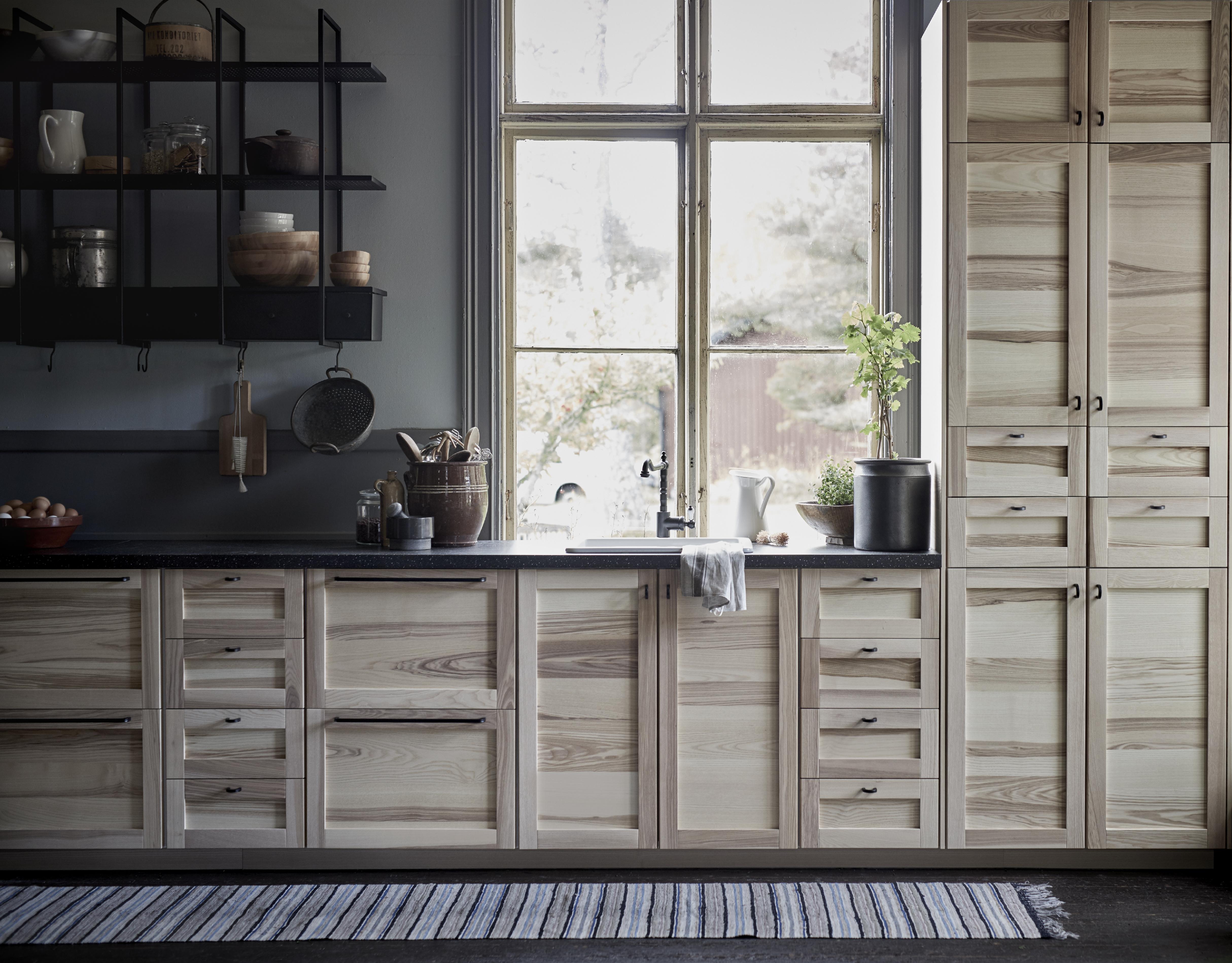 Noblessa keittiön kalusteita ja uusi liesituuletin