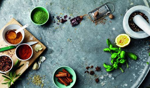 Santa Marian maustepurkit uudistuivat – uusi käytännöllinen korkki tekee maustamisesta helppoa