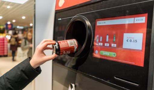Maakuntaselvitys: Seinäjoella annetaan eniten pullonpalautusrahoja hyväntekeväisyyteen