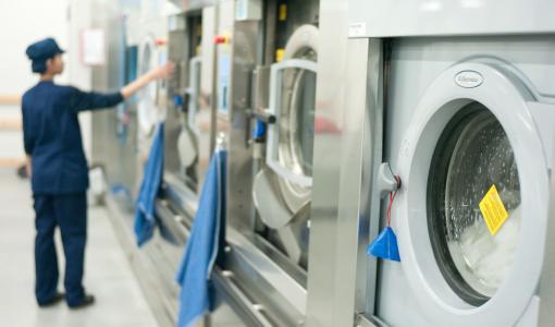 Lindström tarjoaa palveluna uudelleenkäytettäviä kasvomaskeja yrityksille – Maskien avulla tuodaan turvaa niille, jotka pitävät asiakasyritysten rattaat pyörimässä