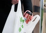 I Kyrkslätt fick tiotals barn och unga stöd från Rädda Barnens program Vägkost för livet – butikerna uppmuntrar till att hjälpa till genom att returnera flaskor