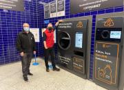 Pullonpalauttajan unelma TOMRA R1 nyt myös K-Citymarket Kolmisoppiin – automaatin kitaan voi kaataa kerralla säkillisen muovipulloja ja tölkkejä