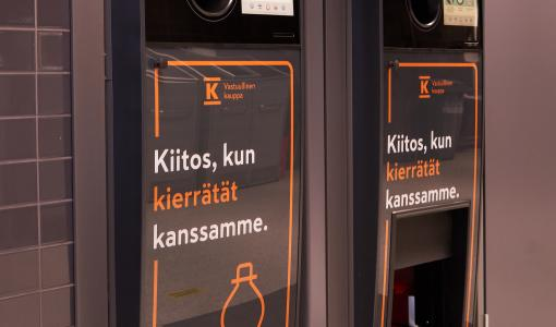 Turun ensimmäinen kahden tölkkiahmatin palautuspiste avautuu K-Citymarket Länsikeskukseen – uusiin TOMRA R1 -laitteisiin voi palauttaa säkillisen muovipulloja ja tölkkejä kerralla