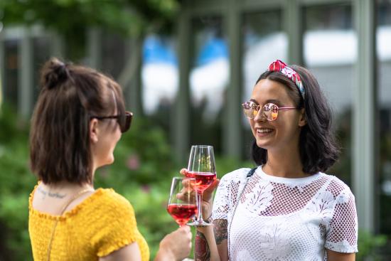 kuopio-wine-festival_ladies.jpg