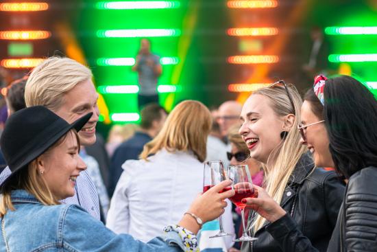 kuopio-wine-festival_people.jpg