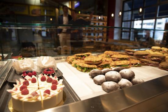 bakers-story-branderin-valikoimassa-on-edelleen-myos-tutut-paikalliset-herkut.jpg