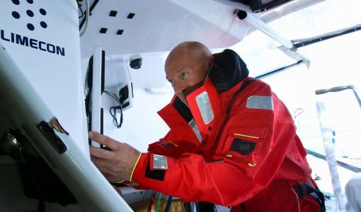 Talvipurjehduksen äärimmäiset vaatimukset varusteille - Helly Hansenit nyt testissä Ari Huuselalla Etelämerellä