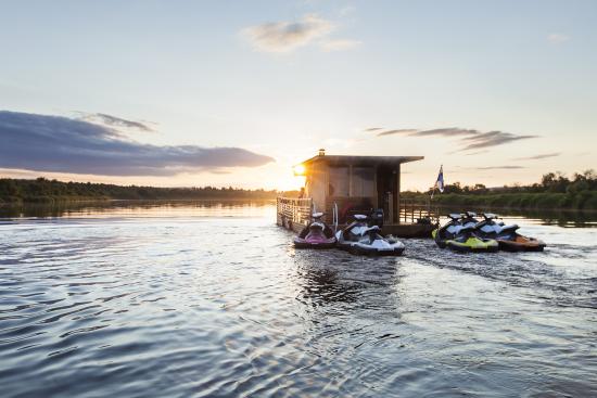 floating-sauna-raft-rovaniemi-lapland-finland-1.jpg