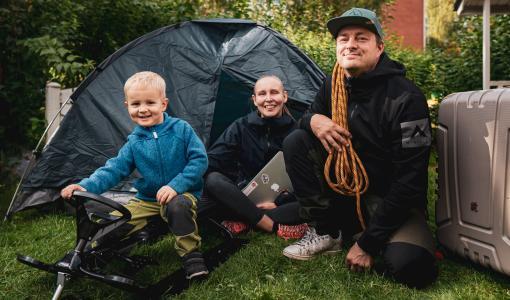 """Rovaniemen suositun etätyökisan voittaja on lämpoä rakastava yrittäjäperhe Hyvinkäältä: """"Haluamme kokea elämämme ensimmäisen talven pohjoisessa"""""""