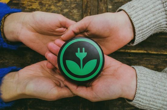 ekoenergy-logo-hockeypuck-002.jpg
