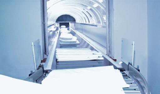 Antureita, automaatiota ja puhtaan valkoista pesula-automaatiota mittatilaustyönä