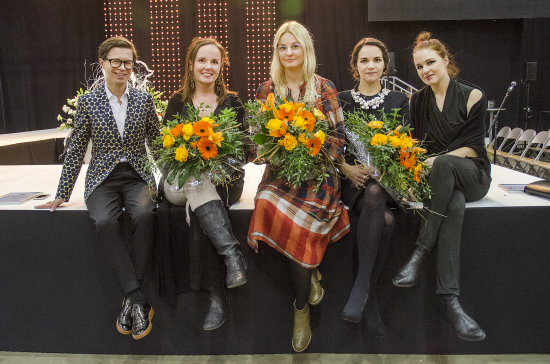 the-host-sami-sykko-with-the-award-winners-elina-mantyla-taito-finlandia-winner-terhi-polkki-and-artisan-of-the-year-karolina-talbonen.-photo-mona-rasanen.jpg