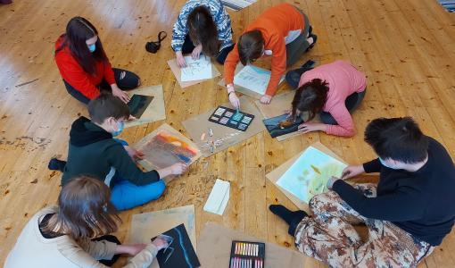 En fortsättning för Konsttestarna – åttondeklassarna får uppleva konst också under läsåret 2021–2022