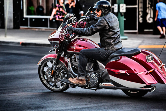 2015-baggers-cross-country-magnum-sunset-red-0540.jpg