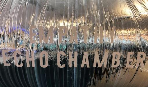 Enni-Kukka Tuomalan työ kääntää kaikukammion käsitteen päälaelleen London Design Biennalessa