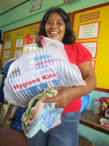 filippiinit-lahetysseuran-katastrofiavun-kautta-tullut-hygieniapaketti.jpg