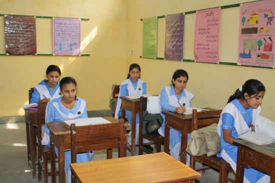 pakistan-naisopiskelijoita-nowsheran-koulussa-anni-suhonen.jpg