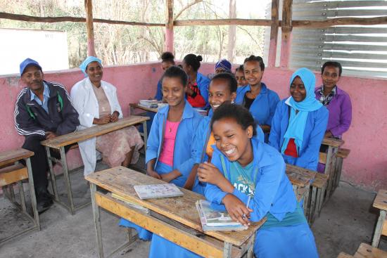 etiopia_kerhojen-vetajat-pihaluokassa-2_sari-lehtela.jpg