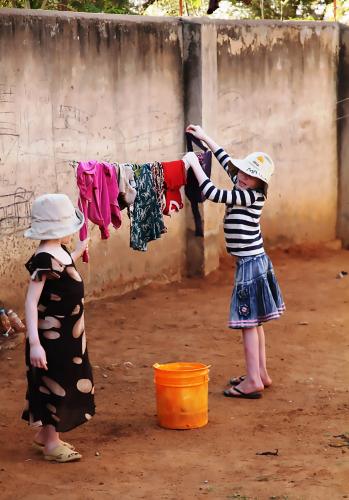 tansania_shinyangan-albiinokeskus_pienet-pyykkarit_katri-kuusikallio.jpg