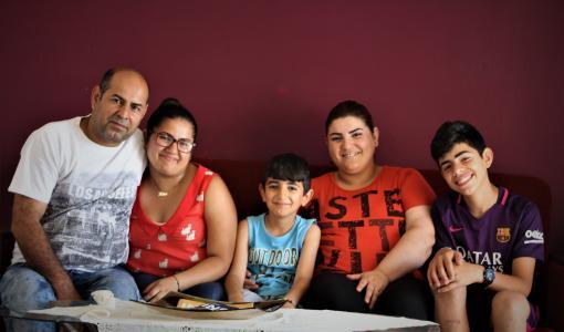 SAT-7:n uusi koulutuskanava aloittaa syyskuussa: Koulutelevisiosta tuli pakolaisperheen yhteinen harrastus