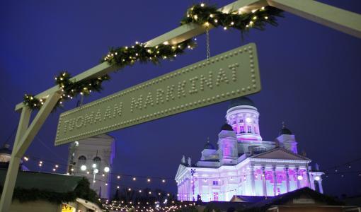 Tuomaan Markkinoilla pääsee taas laulamaan Kauneimpia Joululauluja