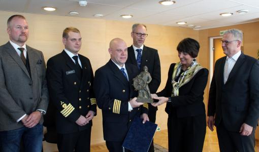 Merenkulun turvallisuuspalkinto sekä Kansainvälisen merenkulkujärjestön kunniamaininta M/V Norstreamin miehistölle