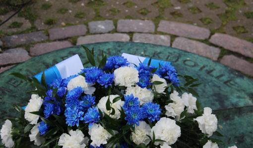 Kunniakäynti merenkulkijoiden muistomerkillä