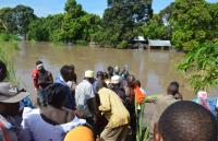 asukkaat-kayttavat-kalastusveneitaan-pelastustoissa-tulva-alueella_kuva-tcrs.jpg