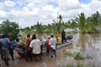 asukkaat-kayttavat-kalastusveneitaan-pelastustoissa_2-tulva-alueella_kuva-tcrs.jpg