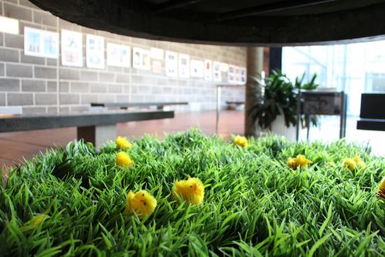 kuva-sonja-gronqvist-paasiaistiput-tapiolan-kirkon-aulassa.jpg