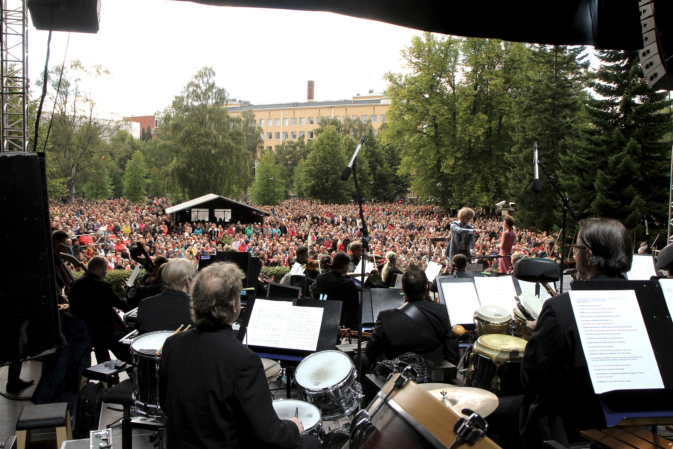 Tampere Filharmonian puistokonsertti kutsuu taas Sorsapuistoon – Tampere-talon syyskauden ...