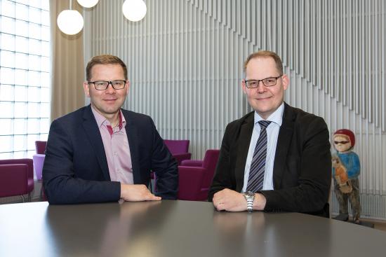 oikeusteko-palkinto2018_osastonjohtaja-karajatuomari-kari-turtiainen-vas.-ja-laamanni-antti-savela.jpg