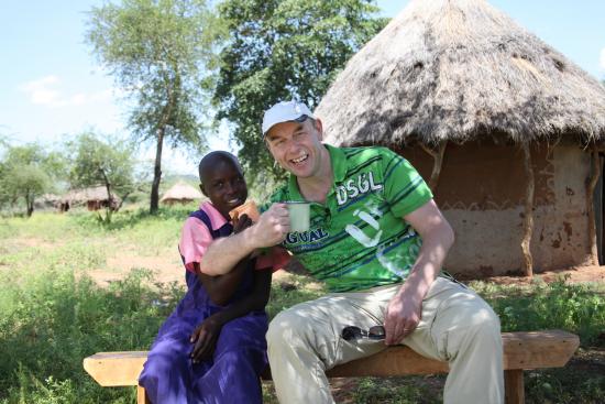 liikkumalla-voimme-auttaa-kehitysmaiden-lapsia-risto-kaskilahti-sanoo.-kuvassa-myos-riston-kummitytto-lydia