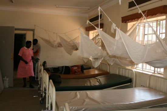 malariaverkkoja-asemalla.jpg