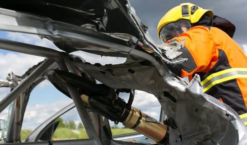 Neste Rallin yhteydessä pääsee seuraamaan rallikuljettajan pelastusnäytöstä torstai-iltapäivänä