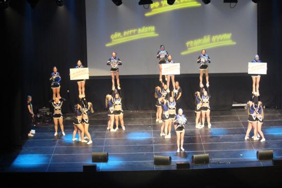 smash-cheerleaderit.jpg