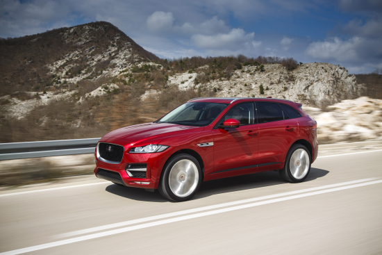 jag_f-pace_drives_italianracingred_2.0d_r_sport_280416_19.jpg