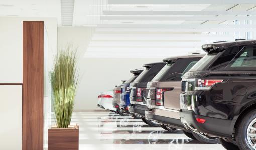 Jaguar Land Rover avaa lippulaivaliikkeen Helsinkiin