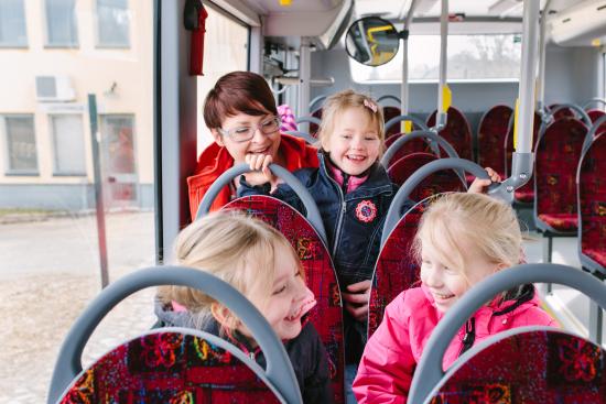 bussissa-lapsia-kuva-lappeenrannan-kaupunki.jpg