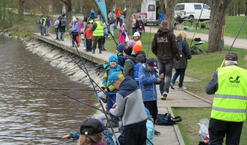 Valtakunnallinen kalastuspäivä kannusti kalaan