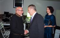 presidenttipari-tapasi-paulo-coelhon-frankfurtin-kirjamessuilla-c-tasavallan-presidentin-kanslia.jpg